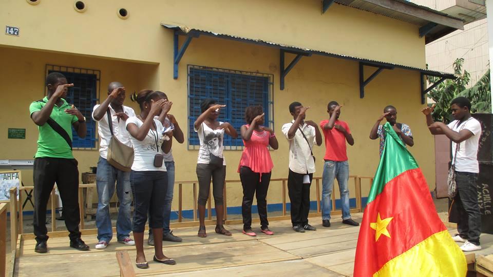Hymne National exécuté en langues de signes par les jeunes Sourds- Muets.