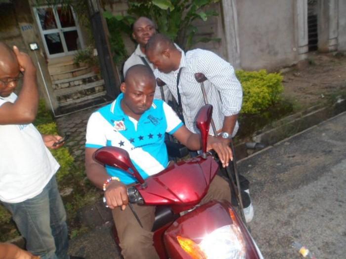 Jean-Jacques Njoh Mbappé, le premier à s'installer dans ce magnifique fauteuil du scooter