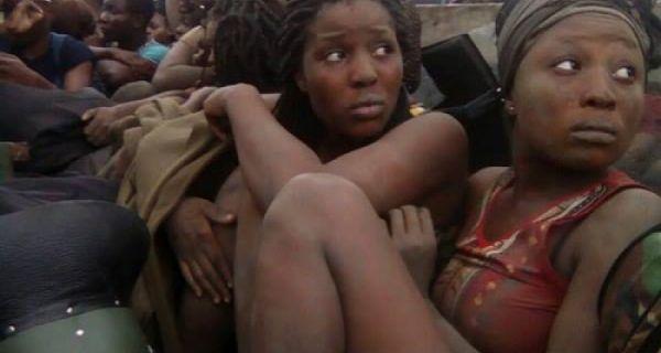 Etudiantes arrêtées après une manif sur le fédéralisme