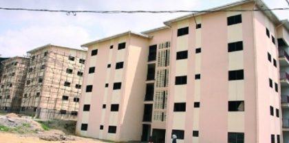 Logements sociaux en construction à Douala