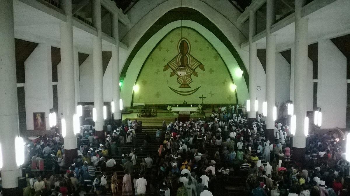 eglise-catholique-cathédrale-notre-dame-victoires-yaoundé-janvier-2015-matango-club