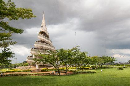 monument-reunification-yaounde-symbole-vivre-ensemble-tribus-matango-club